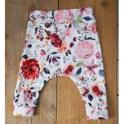 Baggy broekje vrolijke bloemen